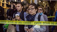 Очевидцы и журналисты на месте наезда грузовика на людей в Нью-Йорке. 31 октября 2017