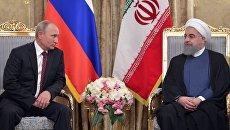 Президент РФ Владимир Путин и президент Ирана Хасан Рухани во время встречи в Тегеране. 1 ноября 2017