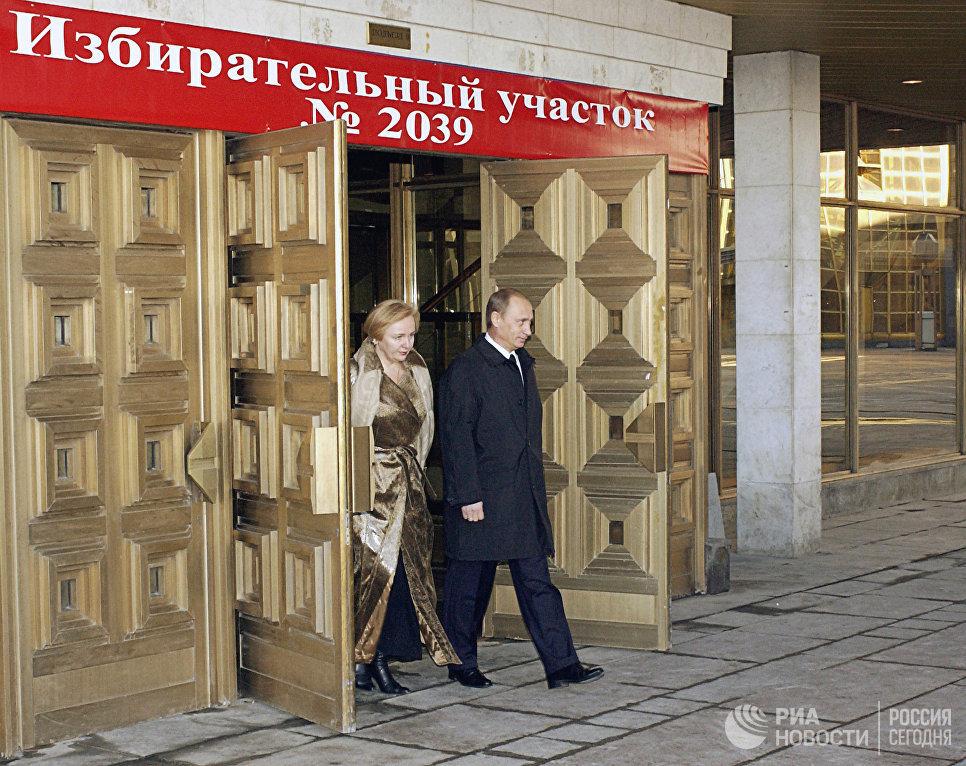 Президент РФ Владимир Путин на церемонии вручения премии Доброволец России – 2017. 6 декабря 2017
