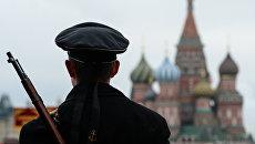 Военнослужащий на Красной площади. Архивное фото