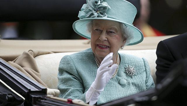 Елизавета II примет участие в церемонии «крещения» британского авианосца