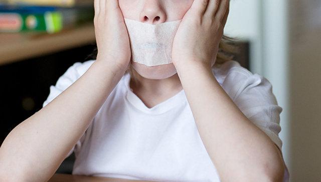 Ребенку вовремя обеда вдетсаду заклеили рот в«воспитательных целях»