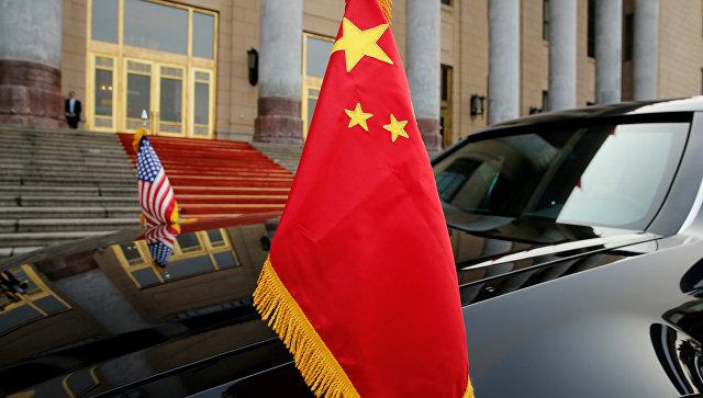 Флаги Китая и США во время визита Дональда Трампа в КНР. 9 ноября 2017