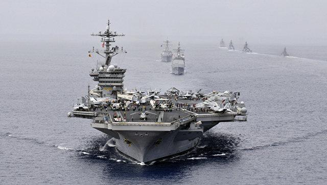 Американская ударная авианосная группа во главе с USS Bunker Hill (CG 52) на военно-морских учениях в Индийском океане. Архивное фото