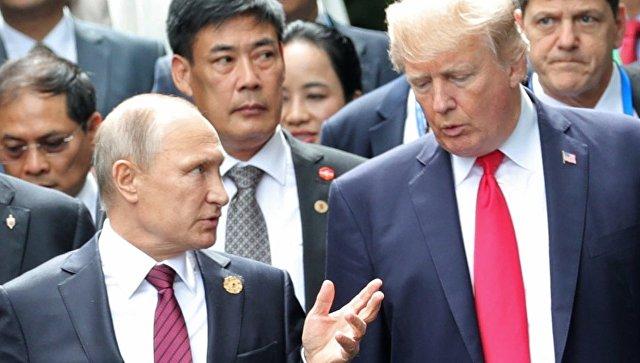 Президент РФ Владимир Путин перед совместным фотографированием лидеров экономик форума Азиатско-Тихоокеанского экономического сотрудничества. 11 ноября 2017