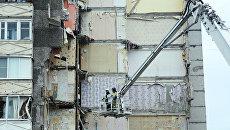 Сотрудники МЧС РФ продолжают работы на месте обрушения части жилого панельного дома по Удмуртской улице в Ижевске