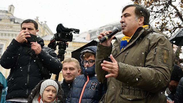 Экс-президент Грузии, экс-губернатор Одесской области Михаил Саакашвили выступает на митинге у здания Верховной рады. 12 ноября 2017