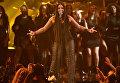 Певица Деми Ловато во время выступление на MTV Europe Music Awards