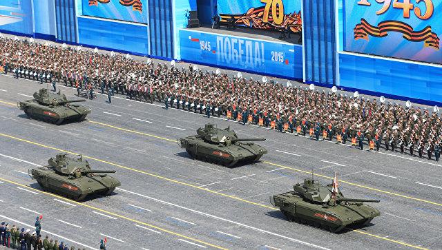 Танк Т-14 на гусеничной платформе Армата во время военного парада в ознаменование 70-летия Победы в Великой Отечественной войне 1941-1945 годов.