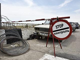 Автомобильный пункт пропуска Джанкой на российско-украинской границе.  Архивное фото