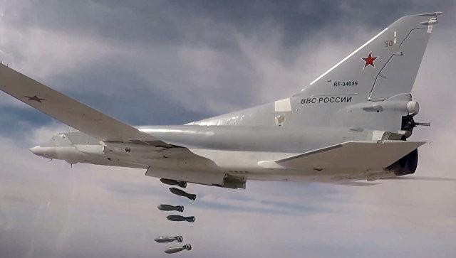 Дальние бомбардировщики Ту-22М3 нанесли авиационный удар по объектам террористов ИГИЛ (запрещена в РФ) в Аль-Букемале. 18 ноября 2017