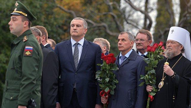 Глава Республики Крым Сергей Аксенов на церемонии открытия памятника Александру III в Ялте. 18 ноября 2017
