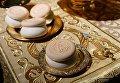 Просвирки на столике в храме Христа Спасителя