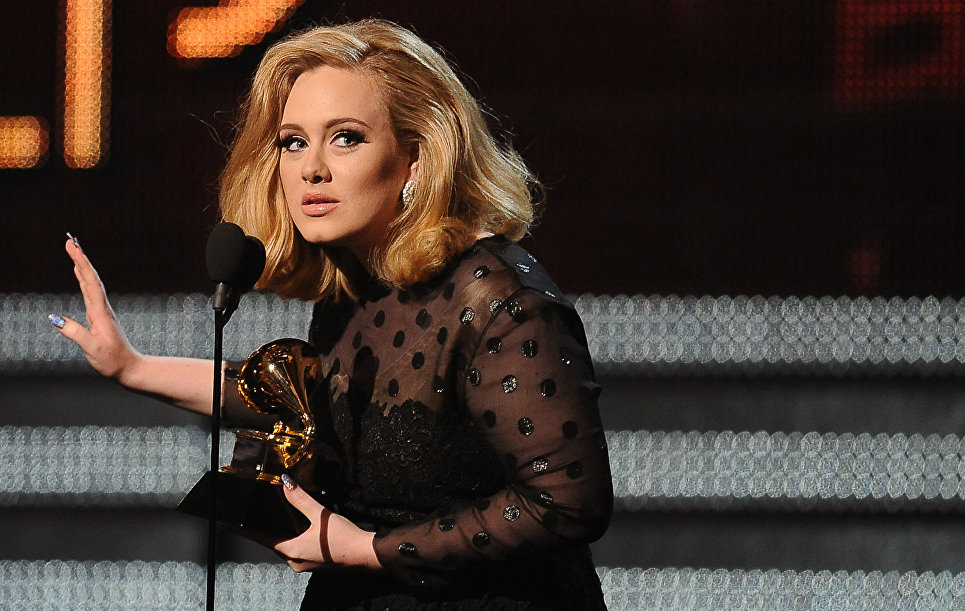 Певица Адель на церемонии вручения музыкальной премии Грэмми в Лос-Анджелесе