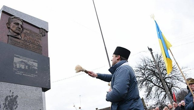 ВоЛьвове открыли мемориал командиру УПА Роману Шухевичу