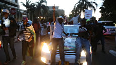 Танцы и ликование: реакция жителей Зимбабве на отставку президента Мугабе