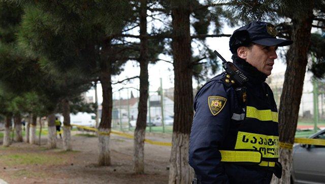 Сотрудник полиции во время контртеррористической операции в Тбилиси. 22 ноября 2017