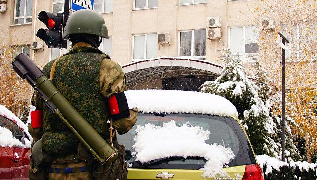 Военнослужащий в Луганске. Архивное фото
