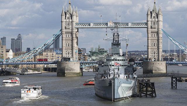 Вид на Тауэрский мост над рекой Темзой в Лондоне. Архивное фото