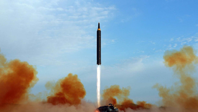 Запуск северокорейской баллистической ракеты Hwasong-12. Архивное фото