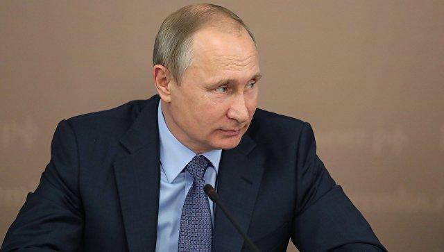 Владимир Путин в ходе рабочей поездки в Йошкар-Олу во время заседания Совета по межнациональным отношениям. 20 июля 2017