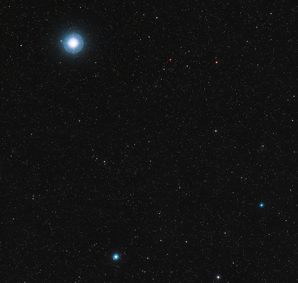 Участок неба вокруг красной карликовой звезды Росс 128 в созвездии Девы