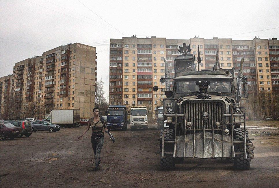 Героиня фильма Безумный Макс, встроенная на парковку для машин в России