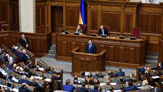 Генеральный прокурор Украины Юрий Луценко выступает на заседании Верховной рады Украины. Архивное фото