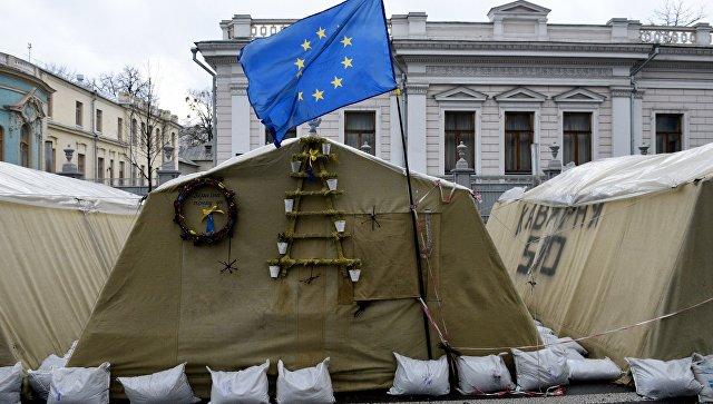 Палаточный городок сторонников Михаила Саакашвили у здания Верховной Рады Украины. Архивное фото