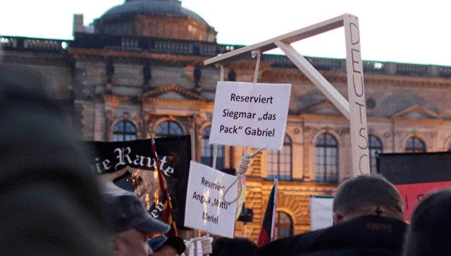 Активисты движения PEGIDA проводят акцию протеста в Дрездене. Архивное фото