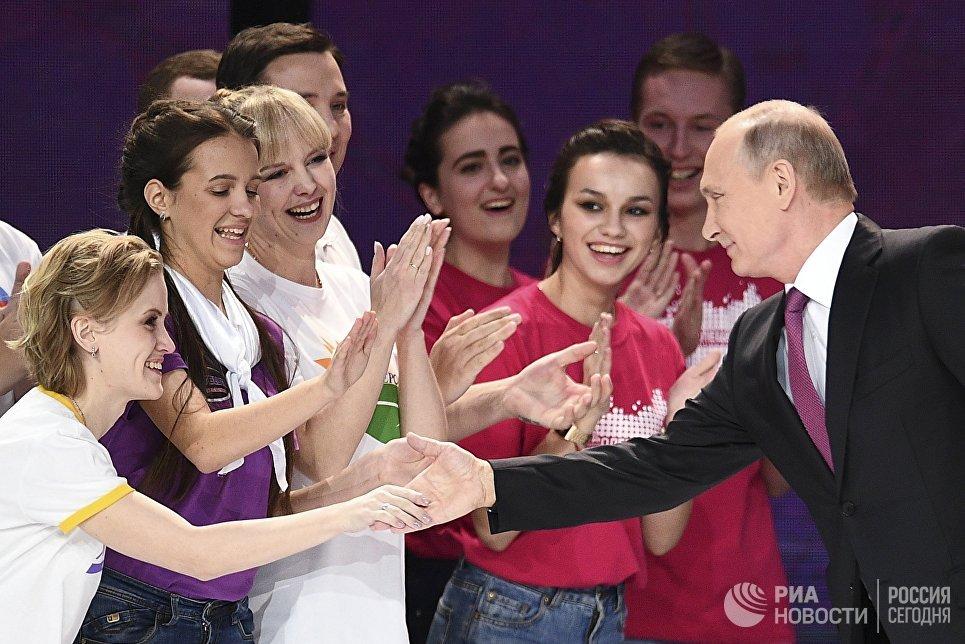 Президент РФ Владимир Путин на церемонии вручения премии Доброволец России - 2017