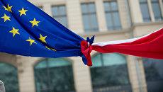 Флаги Евросоюза и Польши. Архивное фото