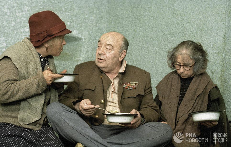 Ольга Волкова, Леонид Броневой, Лия Ахеджакова в фильме Небеса обетованные