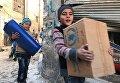 Дети, получившие первую гуманитарную помощь, в восточном квартале Алеппо
