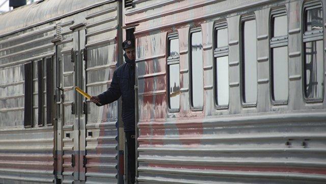 Проводник пассажирского поезда Новосибирск-Адлер следующий по маршруту в объезд Украины