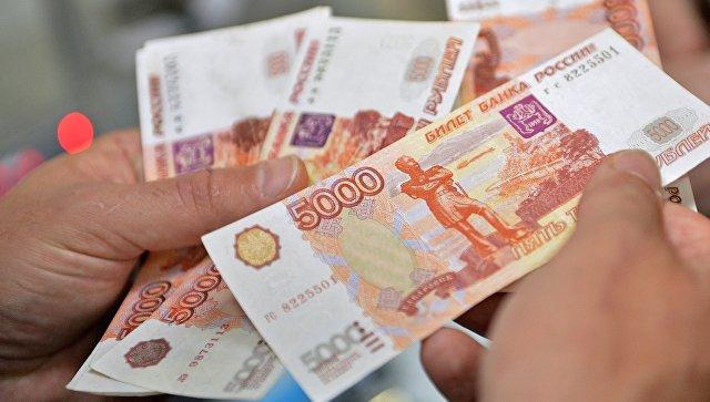 Купюры 5000 рублей. Архивное фото