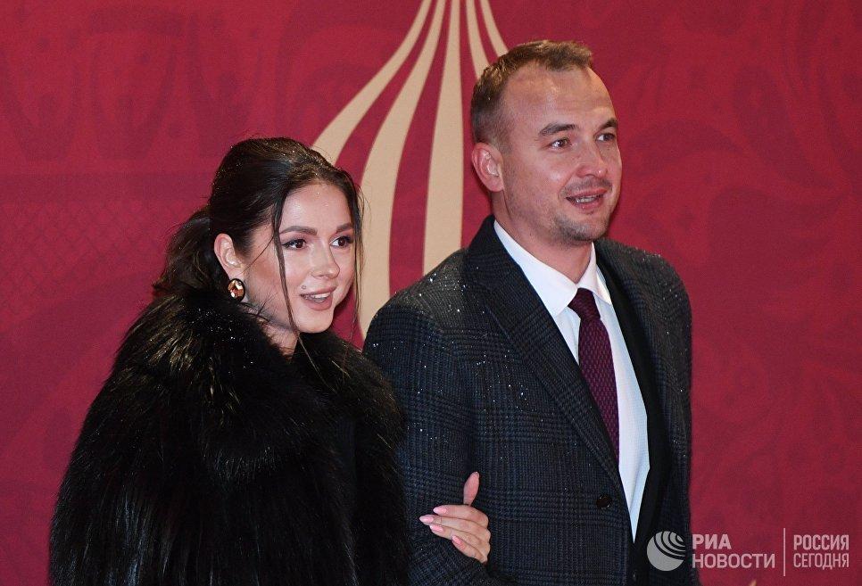 Певица Нюша и главный советник президента Международной федерации студенческого спорта Игорь Сивов