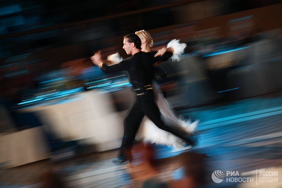 Участники вечера, посвященного 60-летию танцевального спорта в России, в Малом зале Государственного Кремлевского дворца
