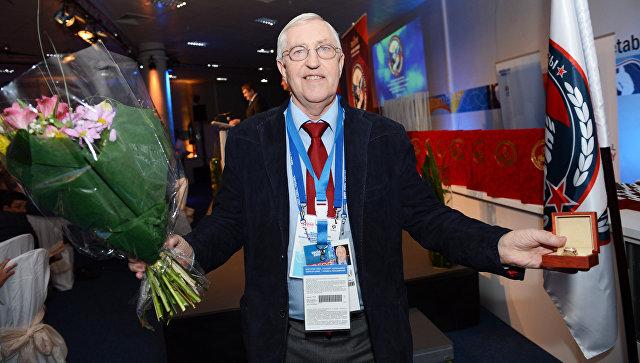 Советский хоккеист, советский и российский тренер Борис Михайлов