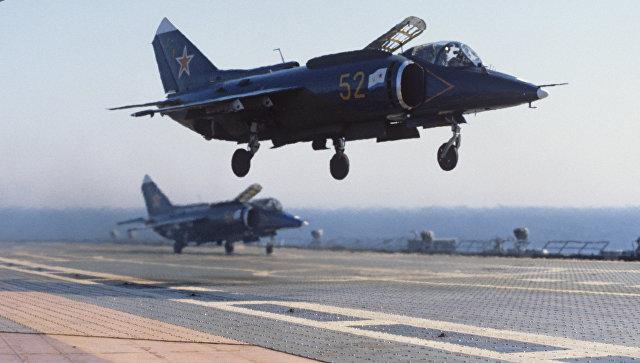 Самолеты Як-38 на борту крейсера Новороссийск. Архивное фото