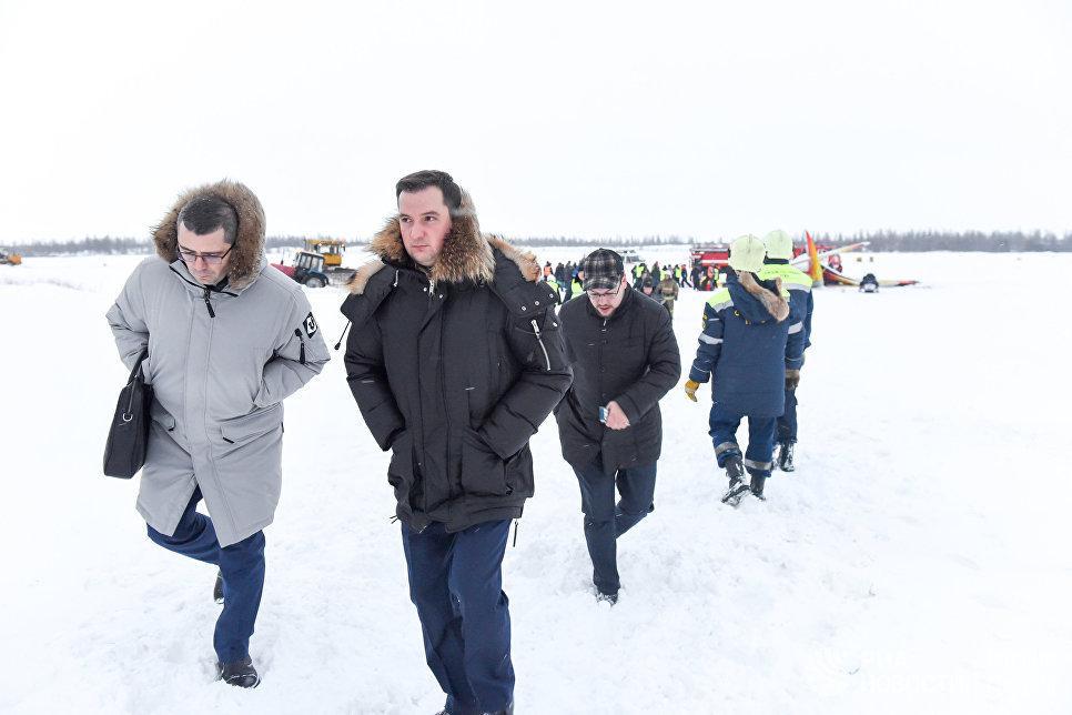 Временно исполняющий обязанности губернатора Ненецкого автономного округа Александр Цыбульский на месте падения самолёта Ан-2 в аэропорту Нарьян-Мара