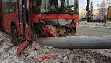 Столкновение пассажирского автобуса со столбом в Казани. 19 декабря 2017