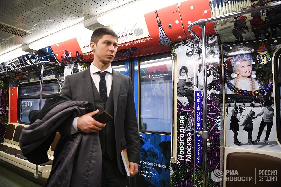 Новый поезд московского метро Путешествие в Рождество. В оформлении вагона использованы фотографии из архива МИА Россия сегодня