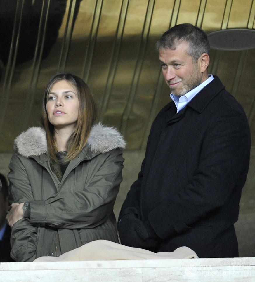 Бизнесмен Роман Абрамович и Дарья Жукова