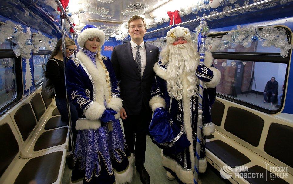 Вмосковском метро запустили очередной новогодний поезд