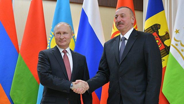 Президент РФ Владимир Путин и президент Азербайджанской Республики Ильхам Алиев перед началом неформальной встречи глав государств СНГ. 26 декабря 2017