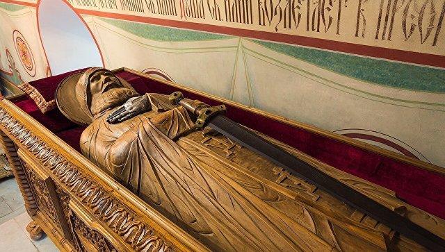 Гробница со скульптурным образом Ильи Муромца и частицей его мощей в Спасо-Преображенском монастыре в Муроме