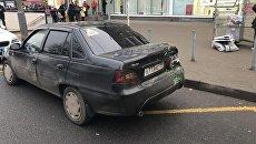 Автомобиль Daewoo Nexia на месте ДТП на Сходненской улице в Москве. 29 декабря 2017
