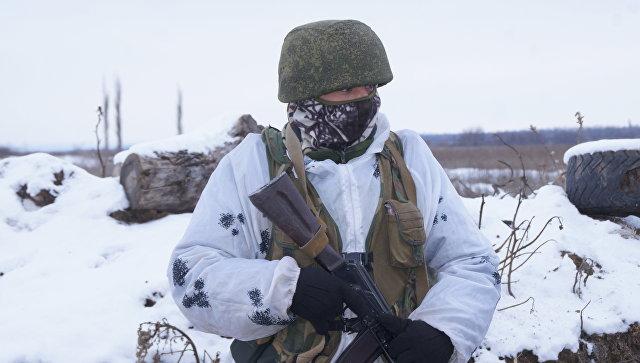 Военнослужащий Народной милиции ЛНР на передовой позиции в Донбассе. Архивное фото