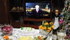 Праздничный стол во время встречи Нового года в Чите. Архивное фото